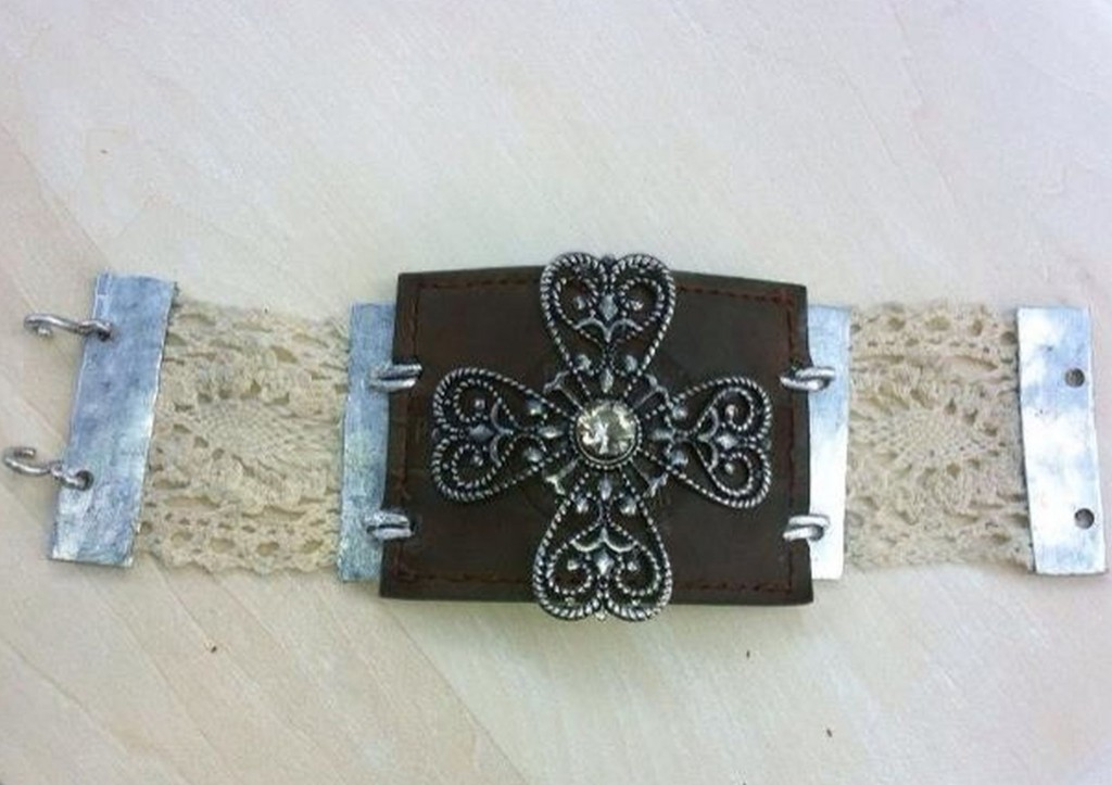Upcycling vintage objects into jewelry