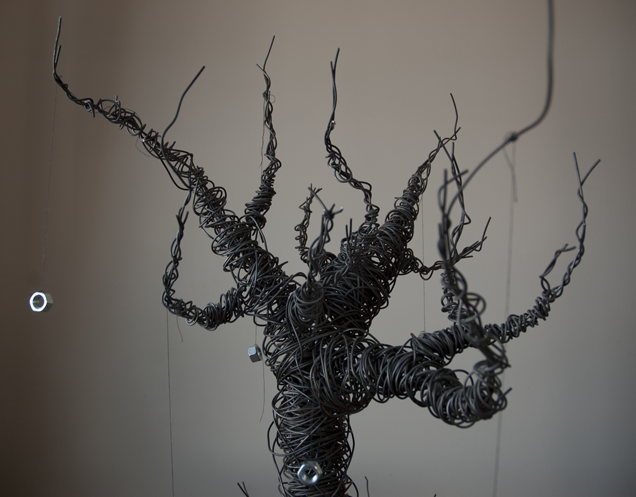 minimalistic steel wire sculptures